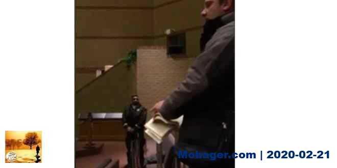 بالفيديو.. رجل متطرف يقوم بتمزيق المصحف الكريم في أجتماع مدارس منطقة بيل التعليمية في كندا