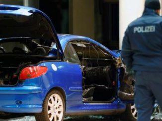 رجل يحاول الانتحار باقتحام مقر الحزب الديمقراطي الاشتراكي بسيارته | مهاجر