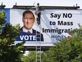 إزالة إعلانات مناهضة للهجرة في كندا | مهاجر