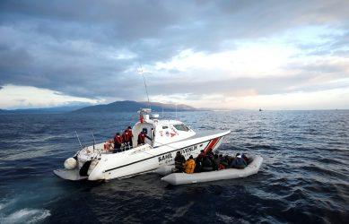 خفر السواحل التركي ينقذ 35 مهاجرا في بحر إيجه
