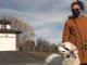 في كندا: كلبة تنقذ حياة مالكتها بطريقة لا تُصدق بعد تعرضها لأزمة صحية في الطريق (فيديو) | مهاجر